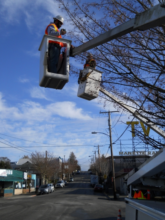 technicans work in Manette